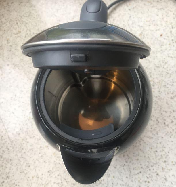 waterkoker na jaar gebruik met echt zuiver water